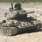 T-34/85 schnelle Fahrt im Sand