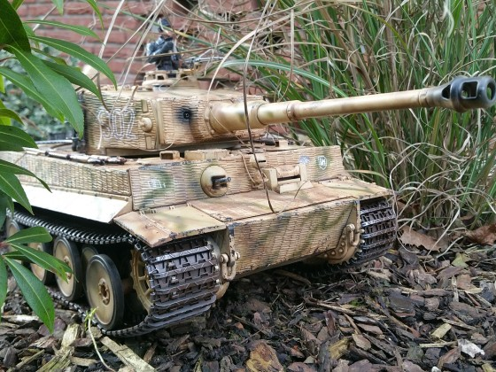 Tiger 1 Kursk 1943 im Feld getarnt