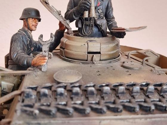 Kommandant und Ladeschütze Panzer IV