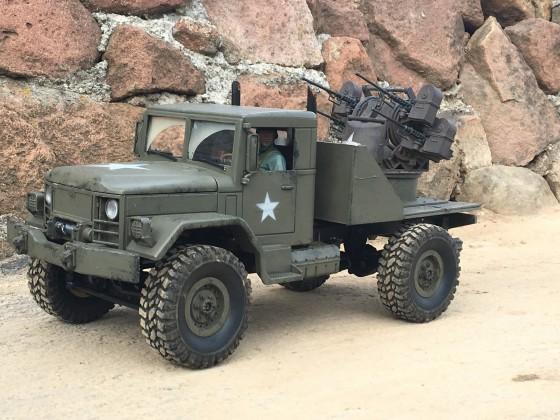 Truck mit Flak
