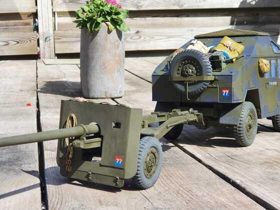 quad gun tractor with 17 pounder anti tank gun.. 1/16