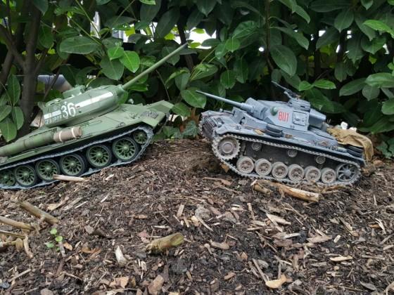 T-34/85 und Panzer 3 L