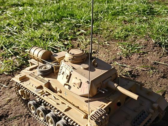 Befehlspanzer III der 15. Panzerdivision des DAK mit ausgefahrenem Teleskopmast für das FUG8