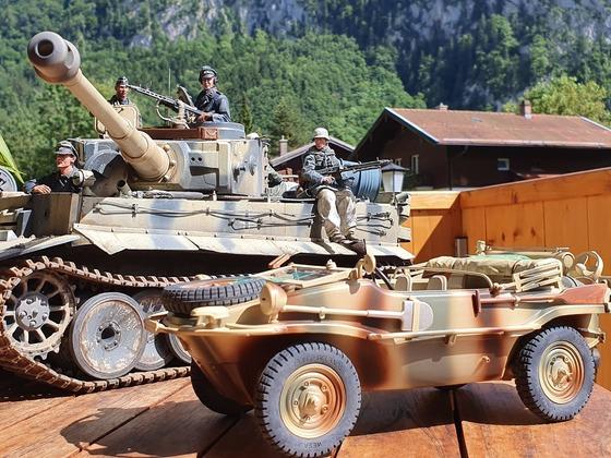 Tiger 1 und  Schwimmwagen