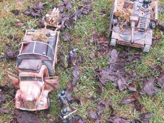 Opel Blitz mit Grenadieren und Stug III