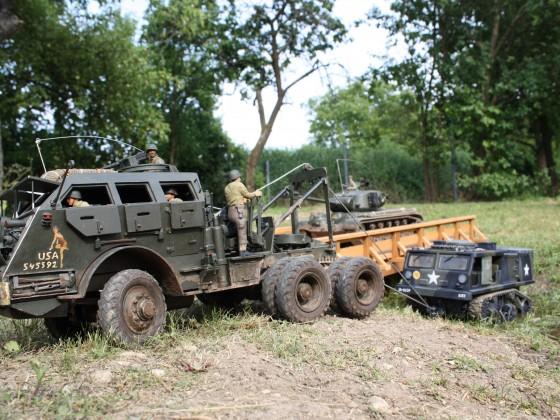 M25 beim bergen eines M4 Tractors.