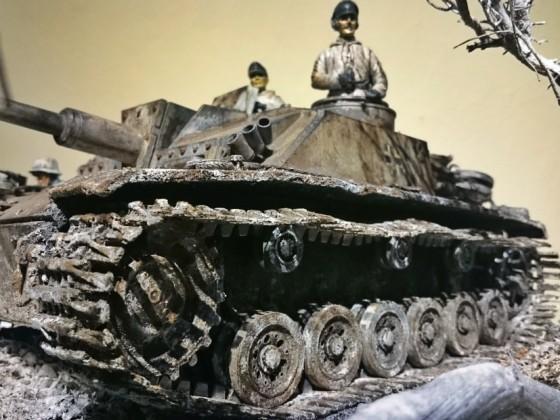 Stug III Ausf. G Wintercamo auf Schnellbaudiorama