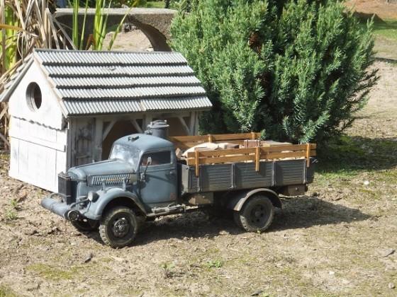 Opel Blitz mit Holzvergaser