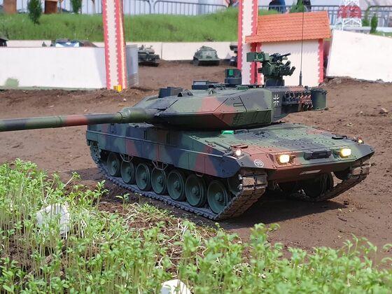 Leopard 2A7V auf Patrouille in Friedrichshafen.