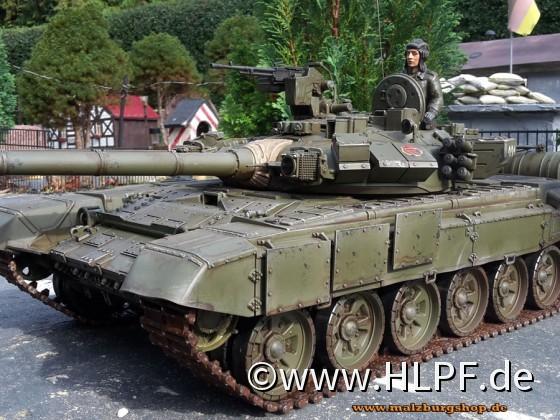 T-90 mit Figur und neuer Lackierung
